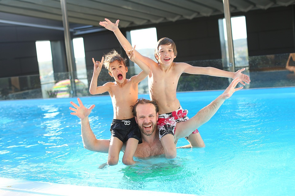 Avantatges de construir una piscina a casa, Relacions socials en una piscina, Espai Piscines Graf