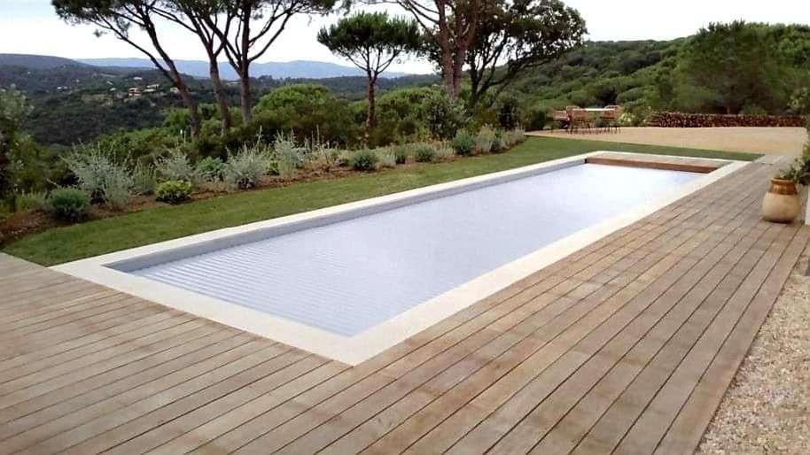 Procés d'instal·lació d'una piscina de polièster