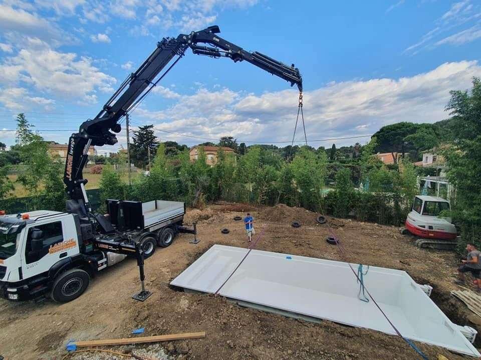 Instal·lació piscina de polièster